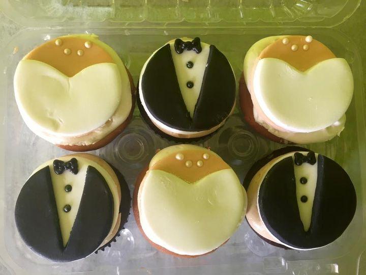 Tmx 1436988678204 Bride And Groom Cupcakes White Marsh, MD wedding cake
