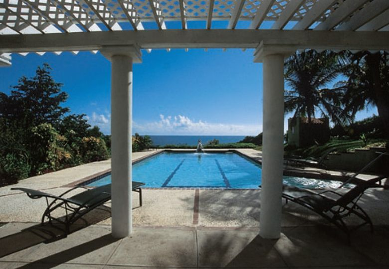 180 degree views of the turquoise Caribbean sea from pool side