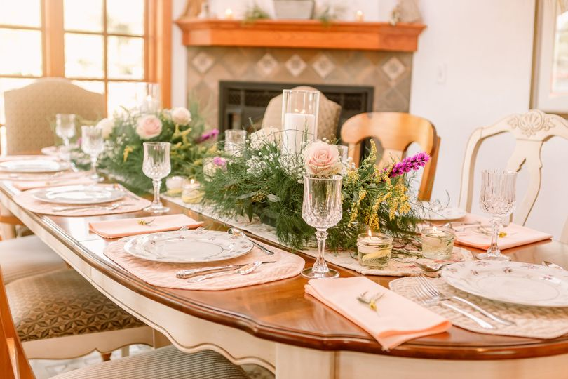 Reception table place-setting