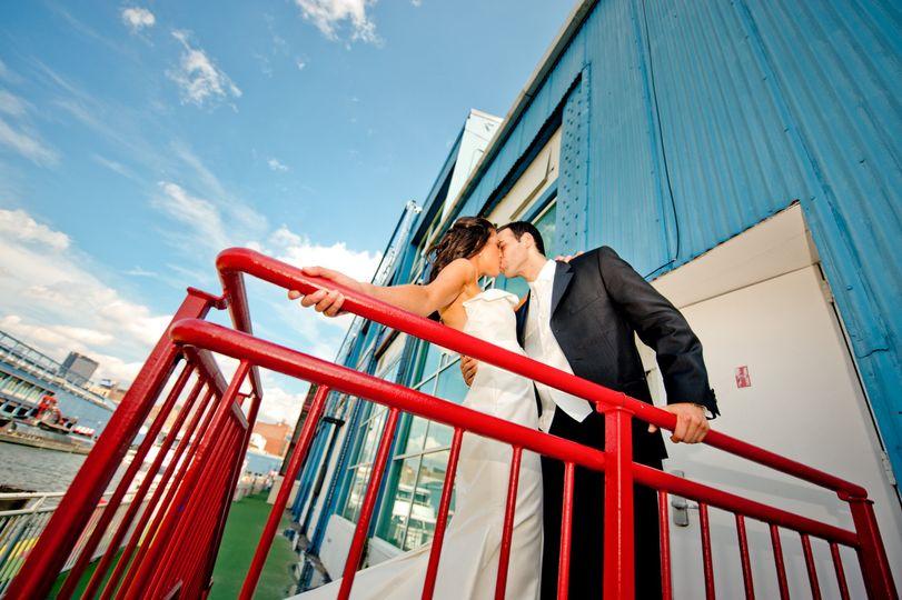 bg kiss red rail