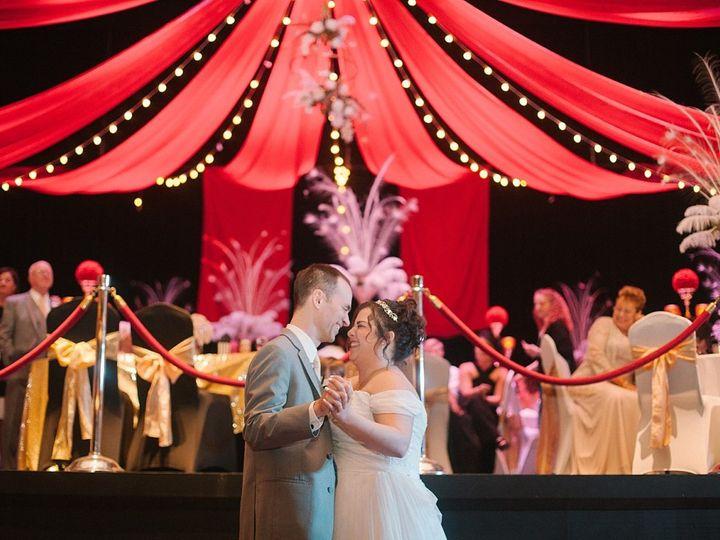 Tmx 44 51 115218 Muskegon, MI wedding florist