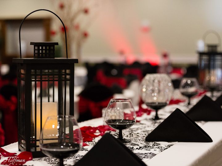Tmx Trillium Events Wedding Michigan Red Black 006 51 115218 Muskegon, MI wedding florist