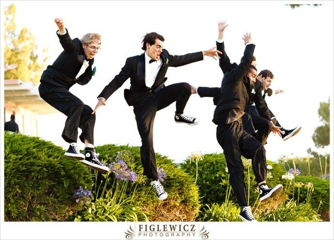Grooms synchronized jumping
