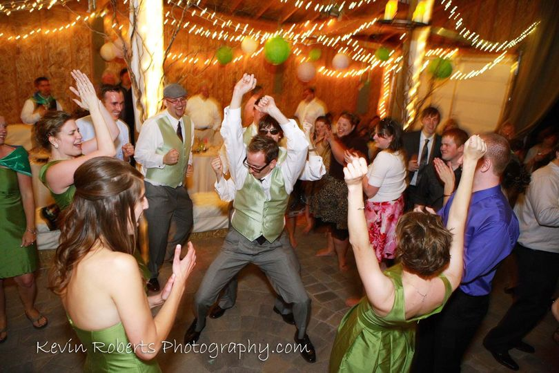 kevin roberts photography wedding barn dance