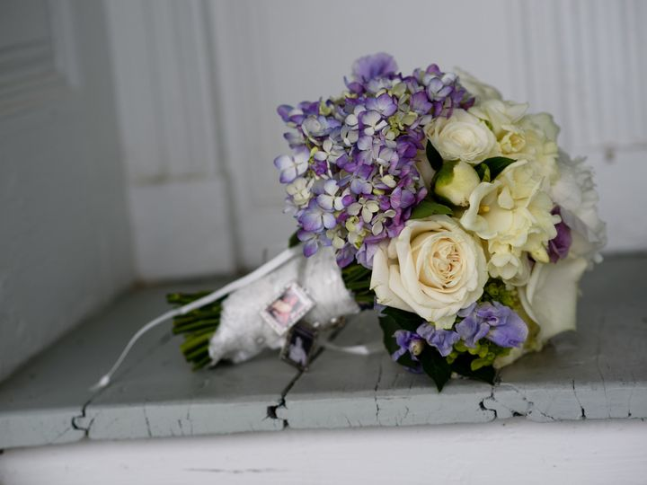 Tmx 1521560392 E6b96ae5f2cf9dd6 1521560389 2b6e5f2f786d7453 1521560384496 14 Delmy Bouquet On  South Burlington, VT wedding catering