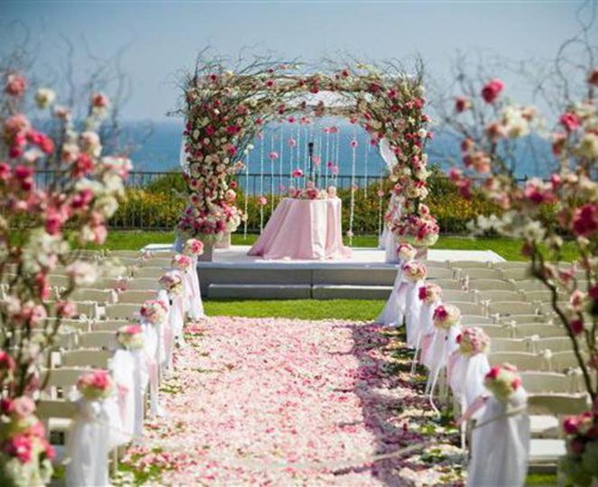 Gorgeous outdoor ceremony set up