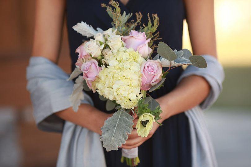 Summer bridesmaid Bouquet: Teri Roy Photography