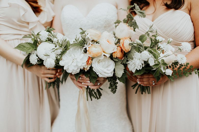 Bride and the bridesmaids bouquets