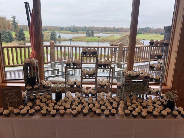 Tmx Cupcaketowers 51 29418 160216886755396 Smiths Creek, MI wedding venue