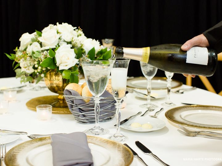 Tmx Flowers Centerpiece Maria Harte Photography 51 129418 1564769148 Elk Grove Village, IL wedding catering