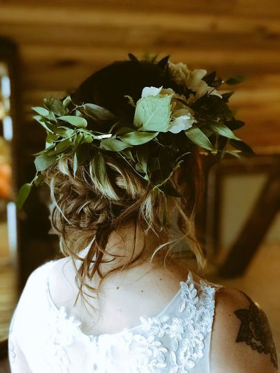 Bride hair with leaves