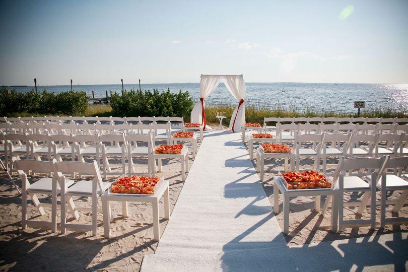 800x800 1414183066421 Sarahchris 0396 1368736395303 Copy Of Beach Ceremony