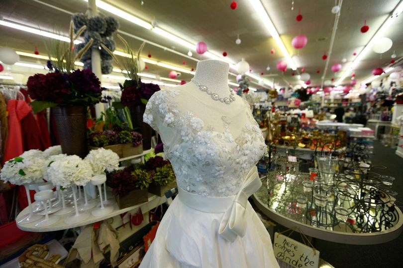 800x800 1467388489942 bride to be consignment wedding gown aisle consign