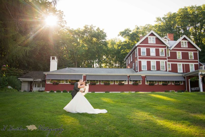 Bridal Pictures on front lawn