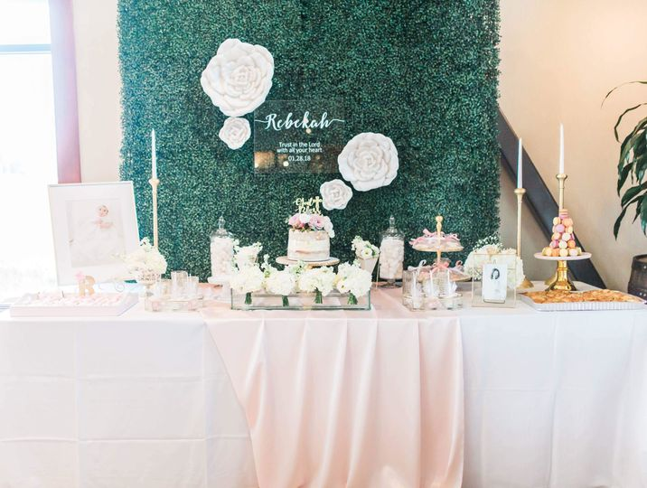 Boxwood backdrop with sweet table styling