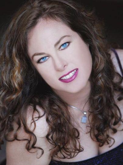 Kristin Lee (music/entertainment)