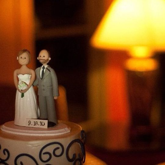 The wedding cake toppers