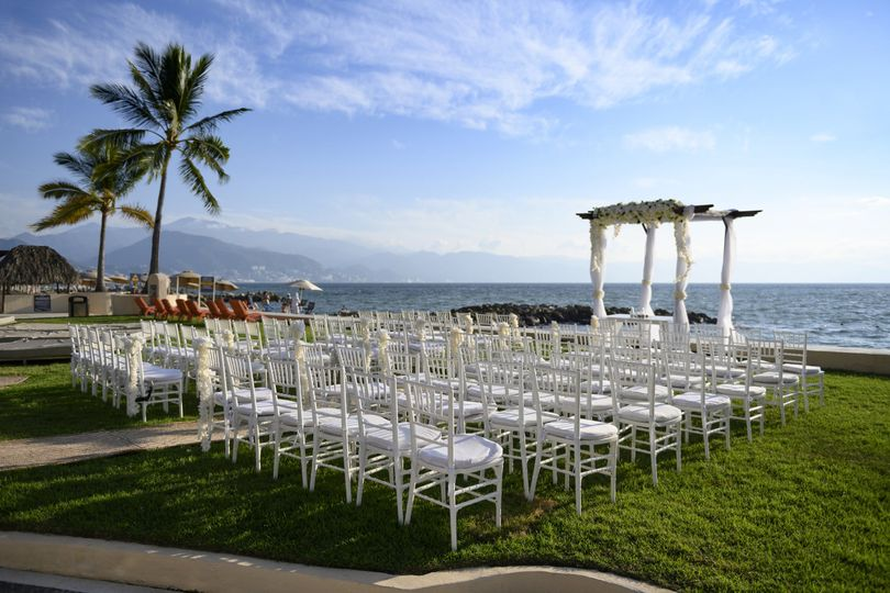 Wedding in front of the Beach