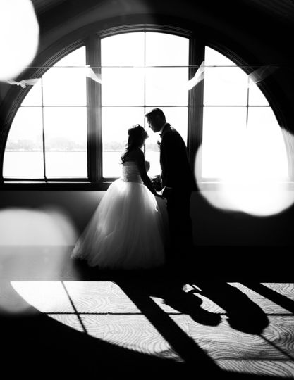 We offer professional wedding photography artistry in Tampa Bay