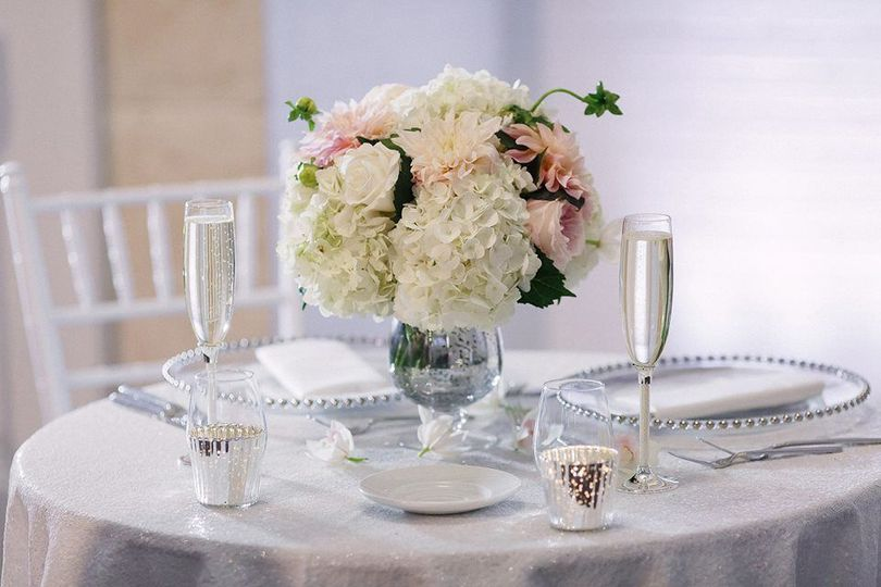 White and pink floral centerpiece