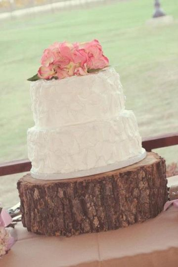 simple rustic cake pedestal