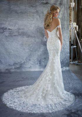 Flowy wedding gown