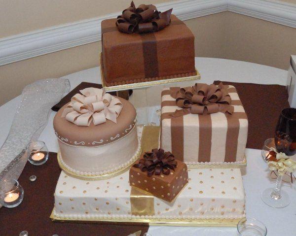 Handmade edible bows. Cakes serves 162