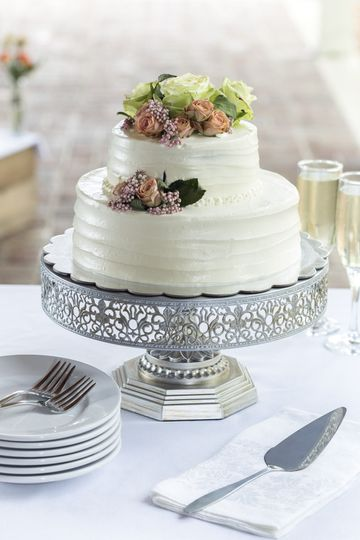 Ashford Acres has an on-site chef who specializes in baking. She can make wedding cakes and desserts...