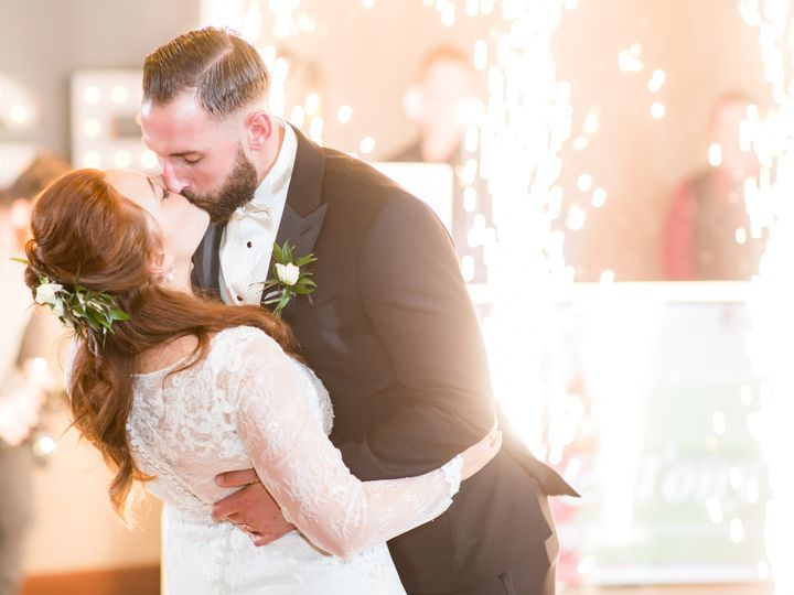 Tmx 00 Reams Wedding 186 51 782028 158249596867396 Newark, OH wedding venue