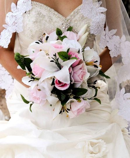 501 pink and white round bouquet