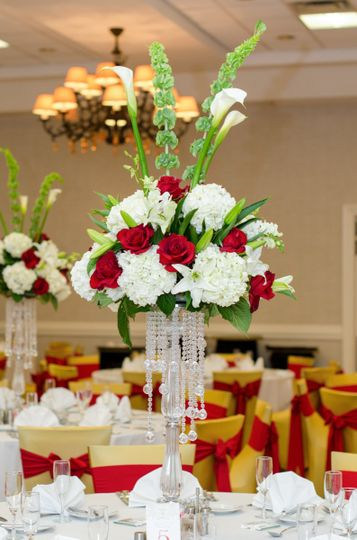 Centerpiece with red roses