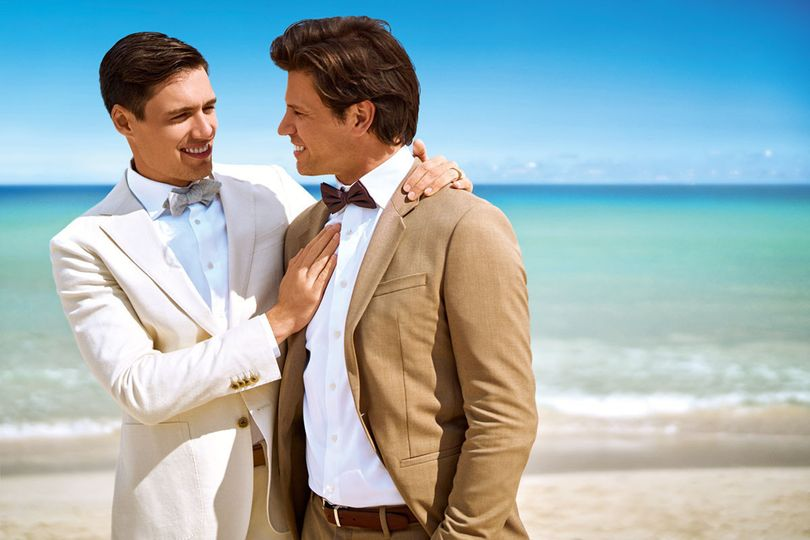 800x800 1494532410115 lgbt male couple beach close   miamb 2016  32