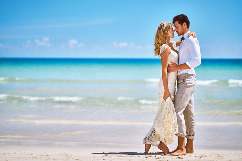 800x800 1494532436759 wedding beach couple   miamb 2016   41