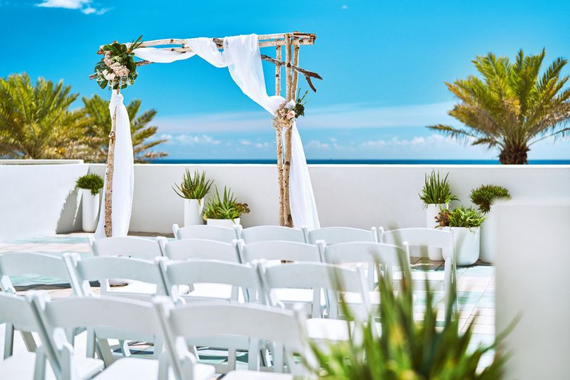 800x800 1494532451197 wedding ocean breeze terrace   miamb 2016   44