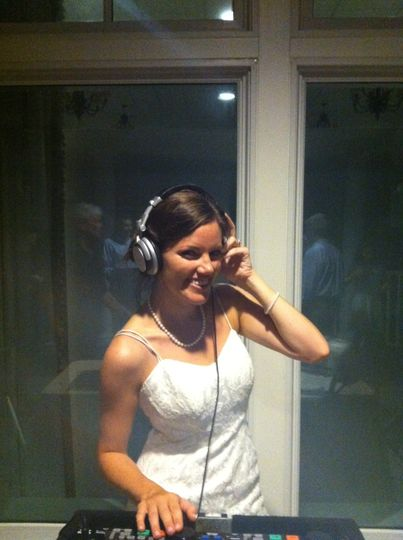 The ultimate diy bride! Seabrook island cluball kidding aside she did do a mix for us!