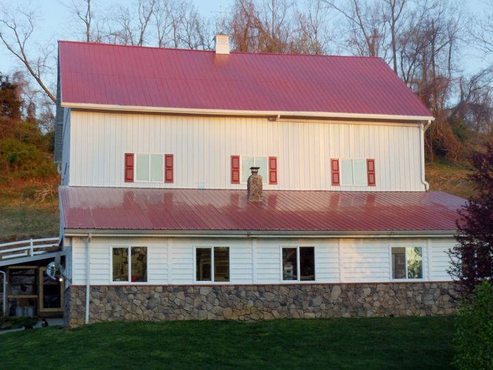 The Barn can comfortably seat 75 for a wedding reception. Included is a bathroom and caterers prep...