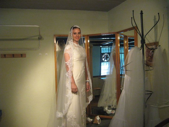 Specialty cleaners dress attire guadalajara for Wedding dress cleaning birmingham