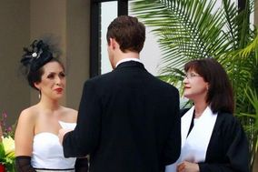 Deana Vitale - The Wedding Officiant