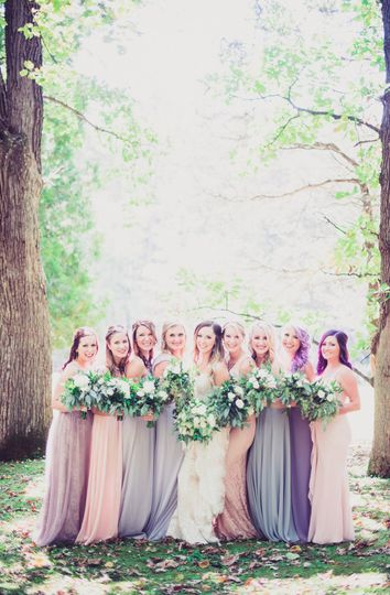 Portrait photo with the bridesmaids