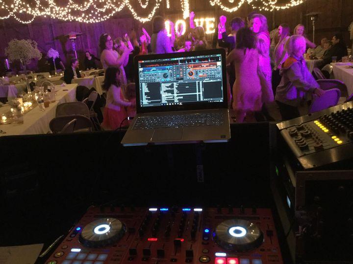 wedding dj dancing
