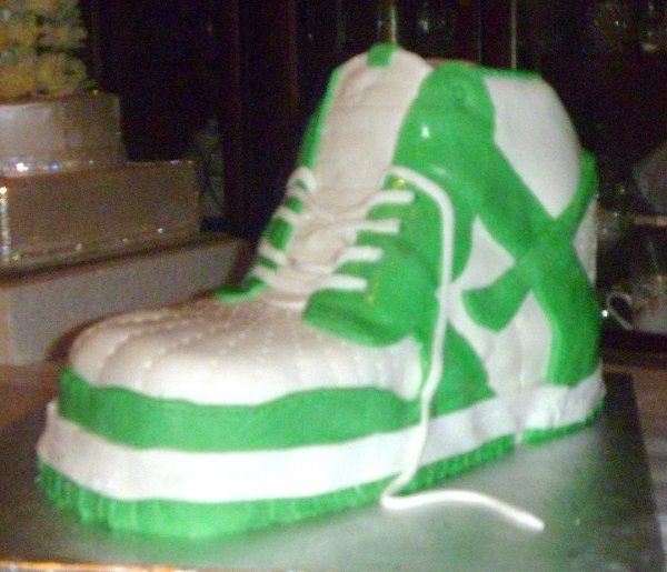 Tmx 1315238856738 SNEAKER1 Hollis wedding cake
