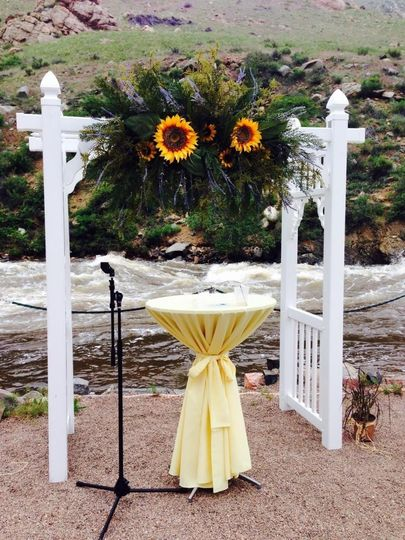 resin arch with sunflowers