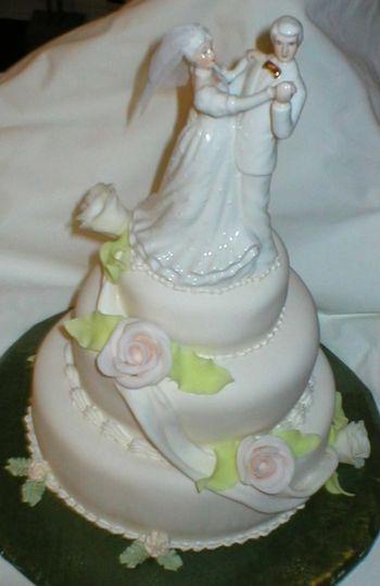 whiteweddingcake bridegroom