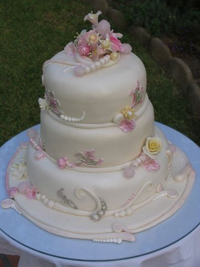 Fondant Cake with sugar crystals and flowers
