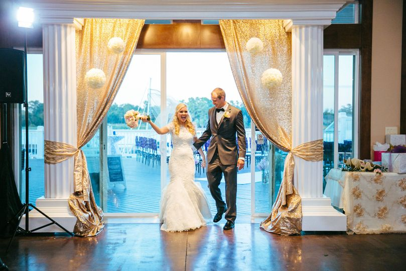 568f81bd46a8ad56 08 intro first dance 10