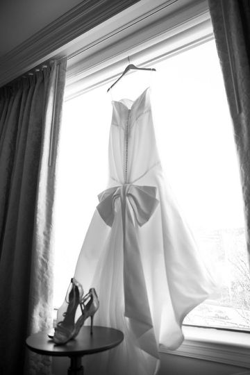 INFORMAL PHOTO WEDDING GOWN AND SHOES