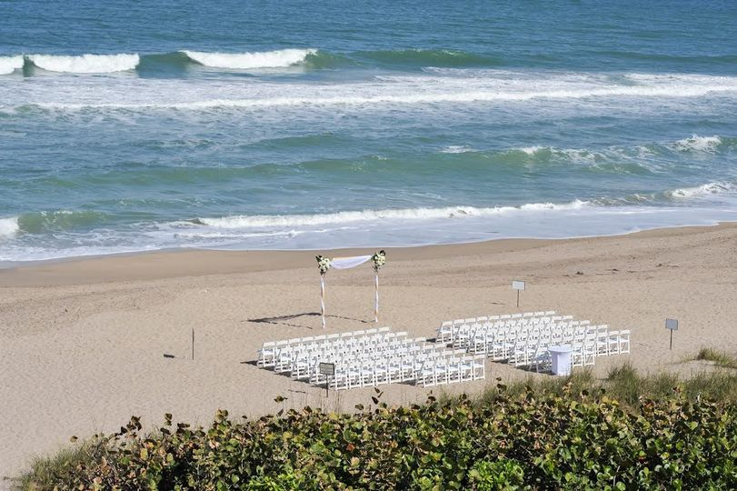 birds eye beach ceremony