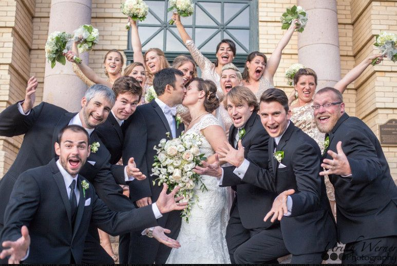 Newlyweds with the bridesmaids and groomsmen