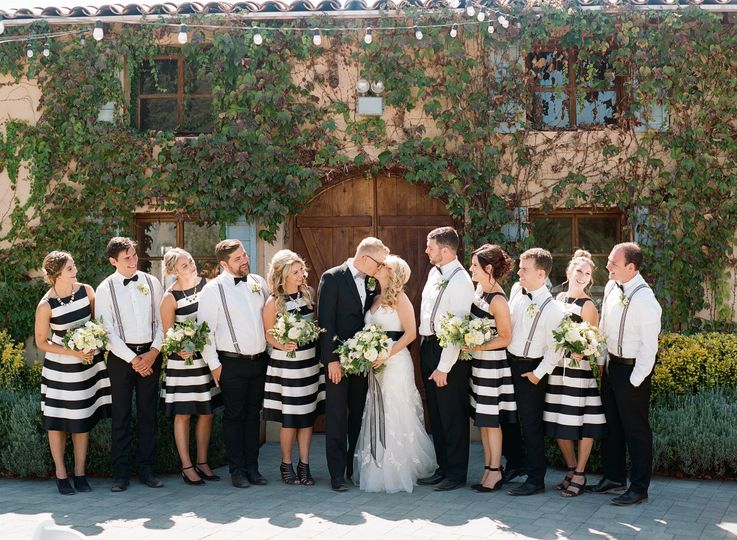 With the groomsmen and bridesmaids | Erica Schneider Photography