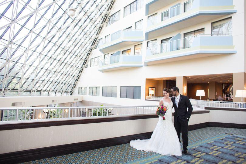 2b2a393a005da2d8 1494007323881 bride groom atrium pictures